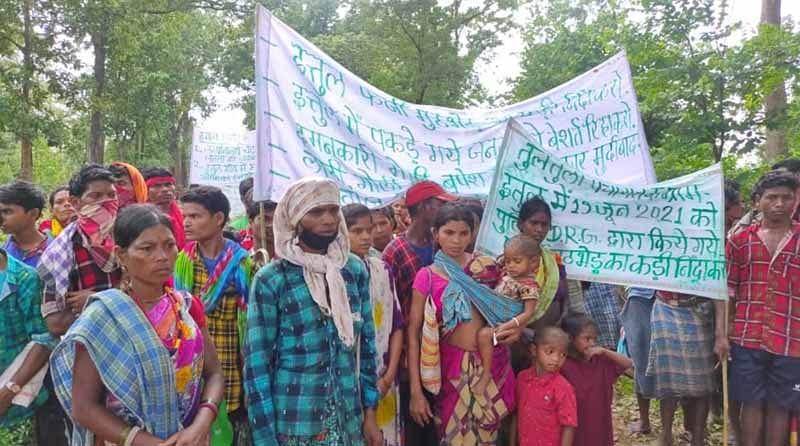 नारायणपुर : ग्रामीणों ने फर्जी मुठभेड़ का आरोप लगाते हुए राज्यपाल के नाम सौंपा ज्ञापन