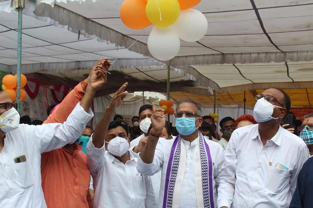 टीकाकरण महाअभियानः पहले दिन केन्द्रों पर उमड़ी भीड़