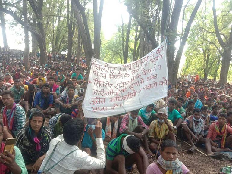 बीजापुर : ग्रामीणों के धरना-प्रदर्शन से उसूर क्षेत्र में पांच सौ से अधिक कोरोना पॉजिटिव मरीज मिले