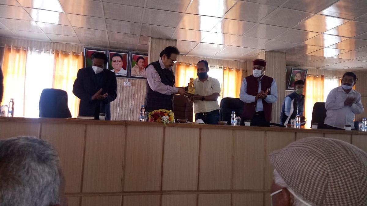 मुख्यमंत्री के सलाहकार डा. रावत ने लोगों की समस्याएं सुनीं