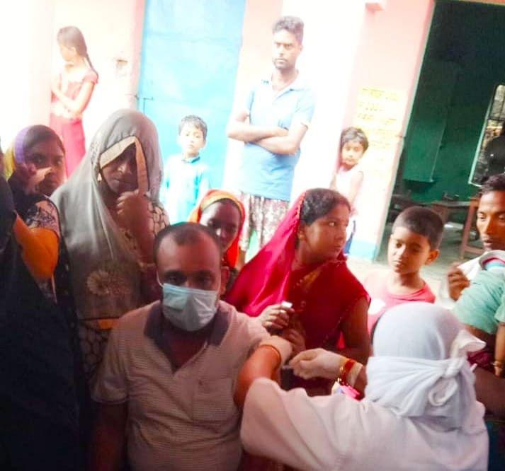 बगहा एक के बीआरसी अंतर्गत 689 शिक्षकों ने  लिया कोरोना का टीका