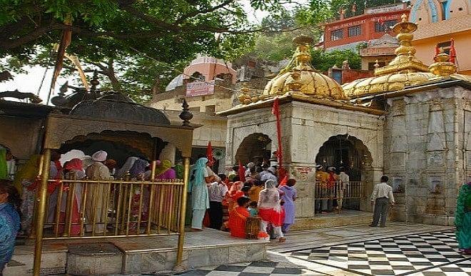 हिमाचल के मंदिरों में तालाबंदी से श्रद्धालु परेशान, स्थानीय व्यापारी परेशान