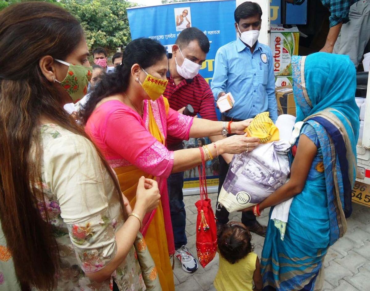 228 कुपोषित बच्चों को सद्गुरु सेवा संघ ट्रस्ट ने बांटी किट