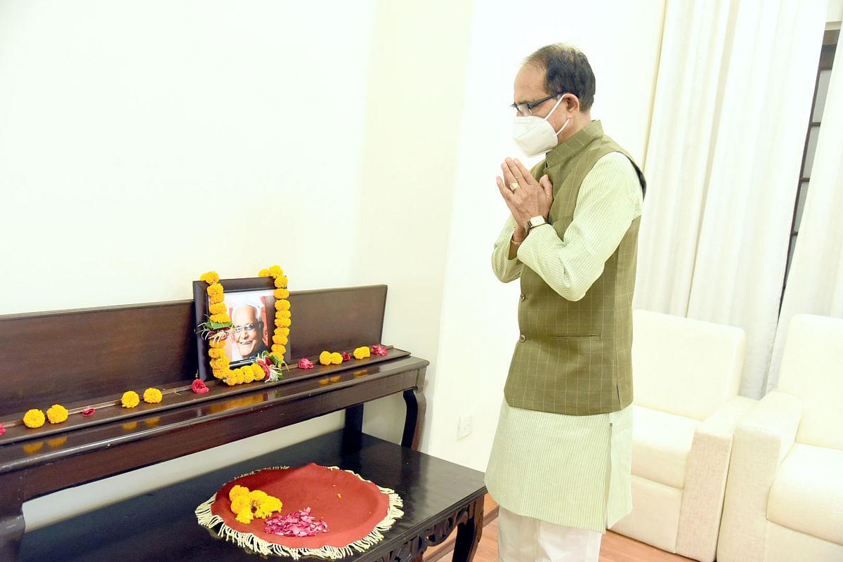 मुख्यमंत्री चौहान ने कैलाश सारंग की जयंती पर किया माल्यार्पण, कहा- वे बहुमुखी प्रतिभा के थे धनी