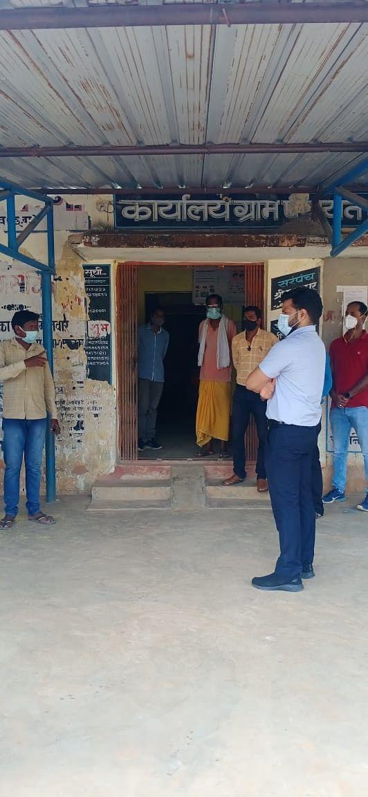 कोण्डागांव - कलेक्टर ने टीकाकरण केन्द्रों में पहुंच अनुपस्थित कर्मचारियों को दिया नोटिस