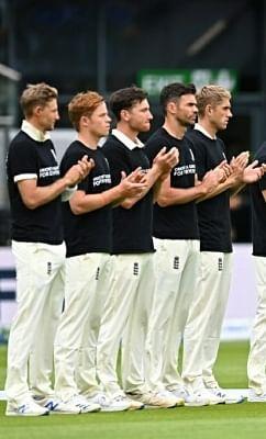 दूसरे टेस्ट से पहले इंग्लैंड के खिलाड़ियों ने पहनी भेदभाव विरोधी जर्सी