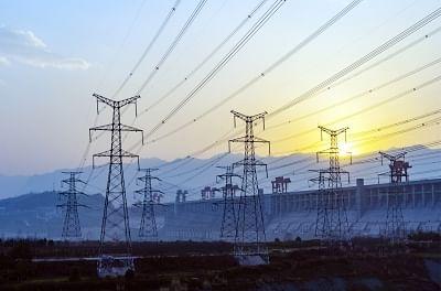 केंद्र ने बिजली वितरण योजना के लिए 3.03 लाख करोड़ रुपये निर्धारित किए