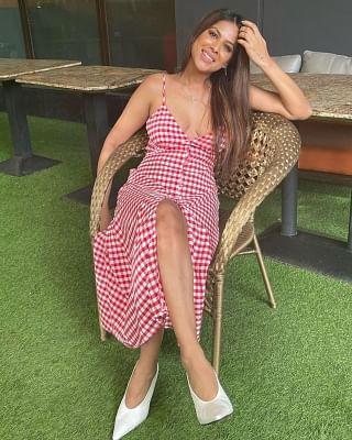 निया शर्मा ने शेयर किया अपना कैंडी केन लुक