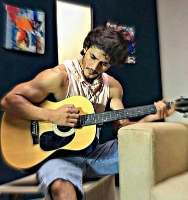 रवि भाटिया: मैं पूरे जुनून के साथ में गिटार बजाता हूं