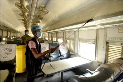 बांग्लादेश में कोरोनावायरस से एक महीने में सबसे ज्यादा मौतें