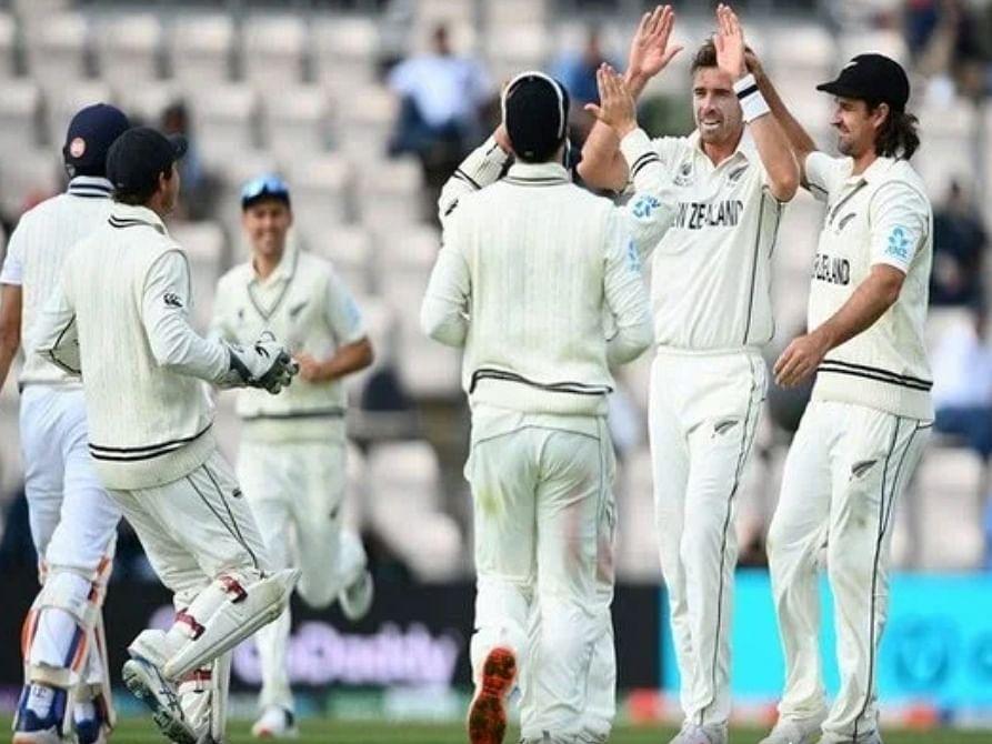 न्यूजीलैंड के क्रिकेटरों पर नस्लीय टिप्पणी करने के कारण दो प्रशंसकों को किया गया स्टेडियम से बाहर