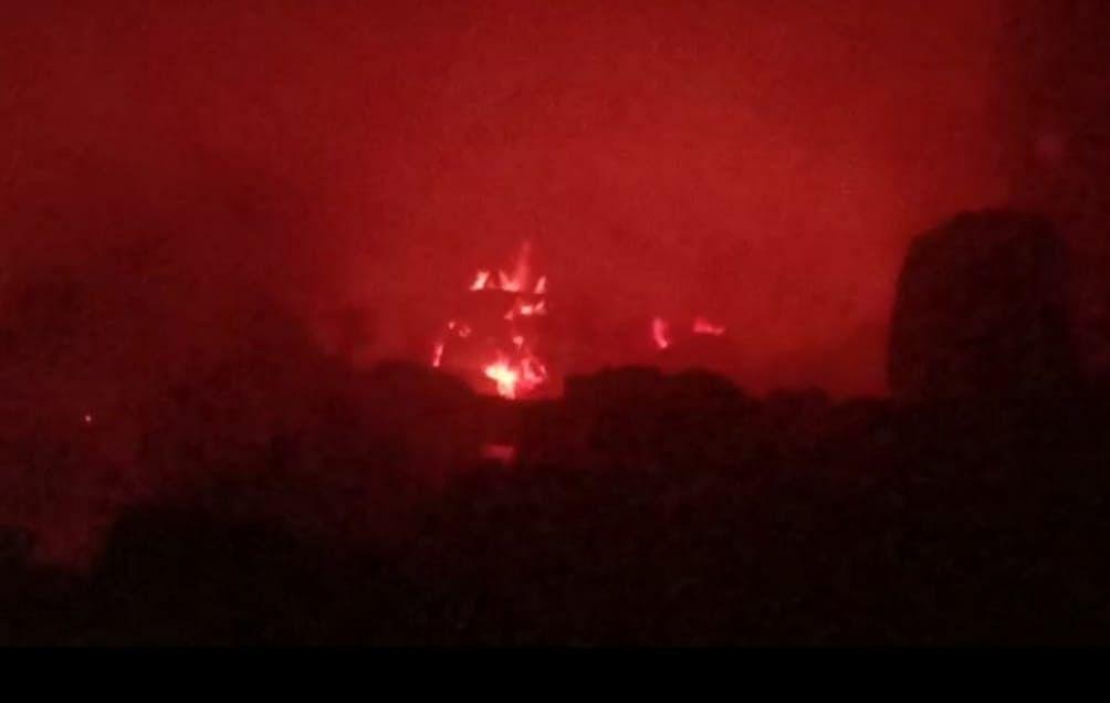 फिरोजाबाद: पेपर पैकर्स फैक्ट्री और घर में लगी आग, लाखों का नुकसान