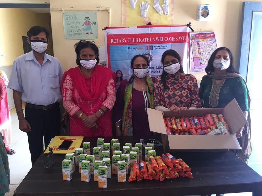 रोटरी क्लब कठुआ द्वारा नारी निकेतन, बाल आश्रम और बृद्ध आश्रम में खाद्य सामग्री वितरित की गई