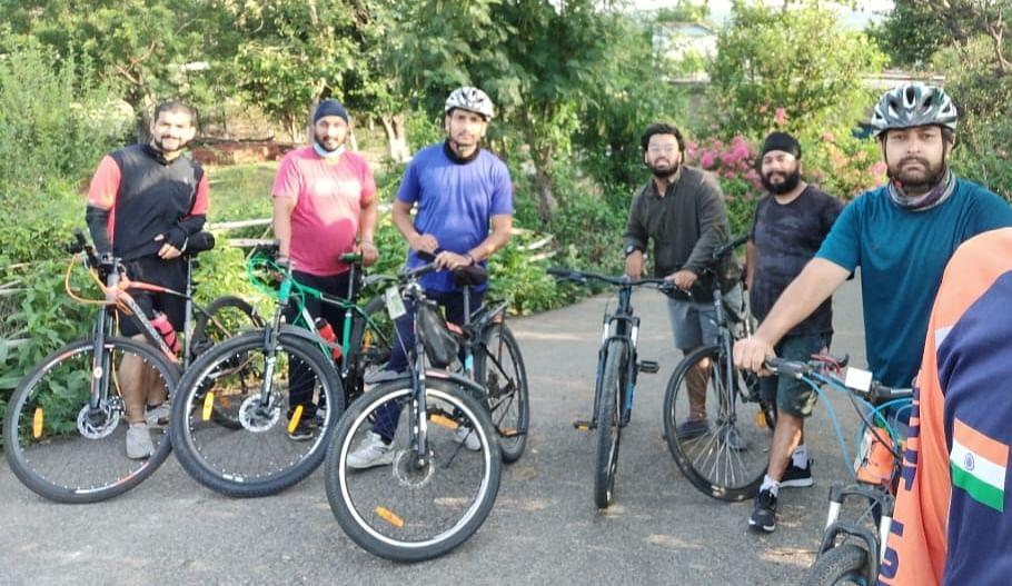 बाल श्रम अंतर्राष्ट्रीय दिवस पर 30 किलोमीटर साइकिल सवारी कर लोगों को किया जागरूक