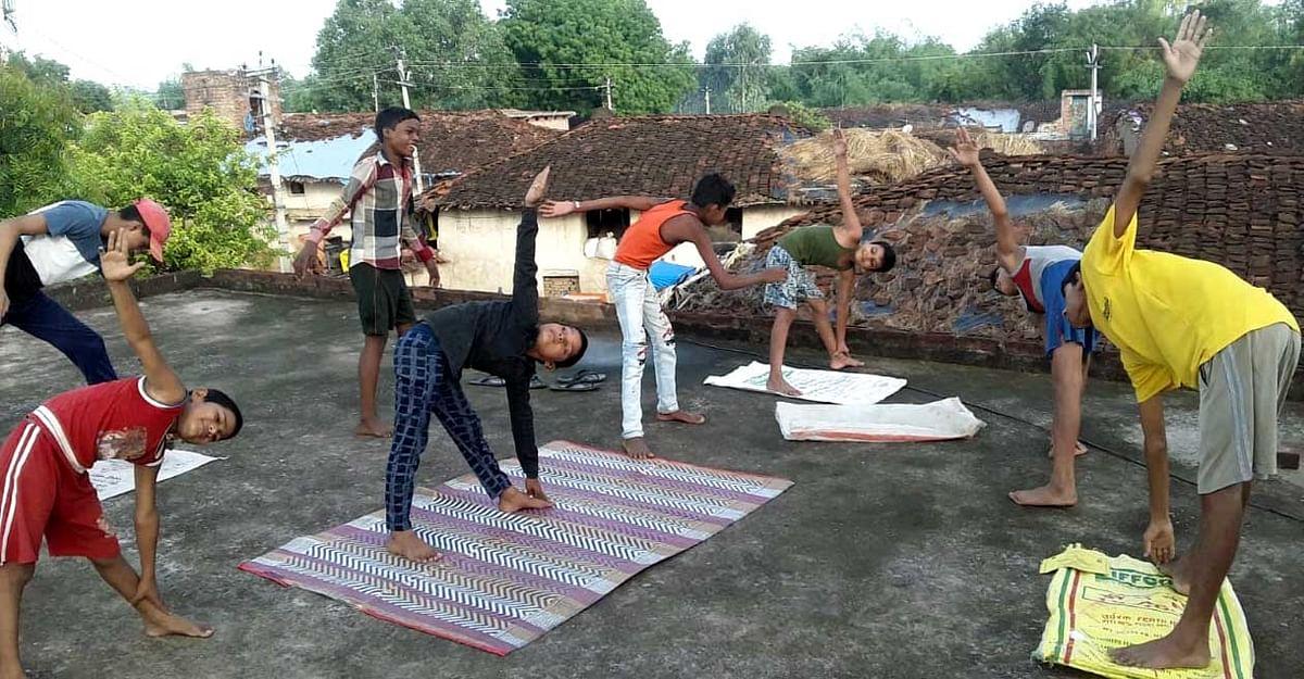 अन्तर्राष्ट्रीय योग दिवस के लिए गांव-गांव हो रहा 'योग शिविरों' का आयोजन
