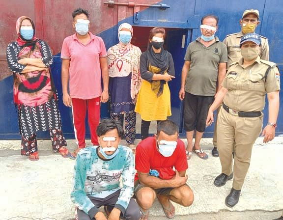 sex-racket-busted-in-kaliyar-three-women-and-four-men-arrested