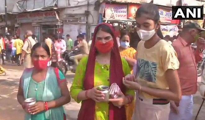 दो महीने बाद वाराणसी में खुली मार्केट, लौटी रौनक, खिले दुकानदारों के चेहरे