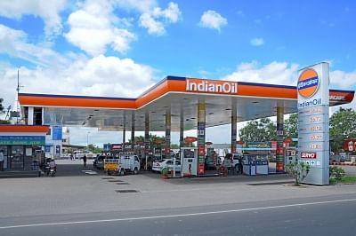 पेट्रोल और डीजल की दरें फिर हुईं स्थिर