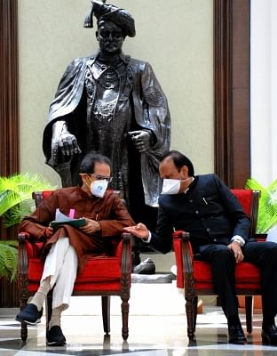 thackeray-led-the-delegation-to-meet-the-pm-regarding-the-issues-of-maharashtra-lead-1
