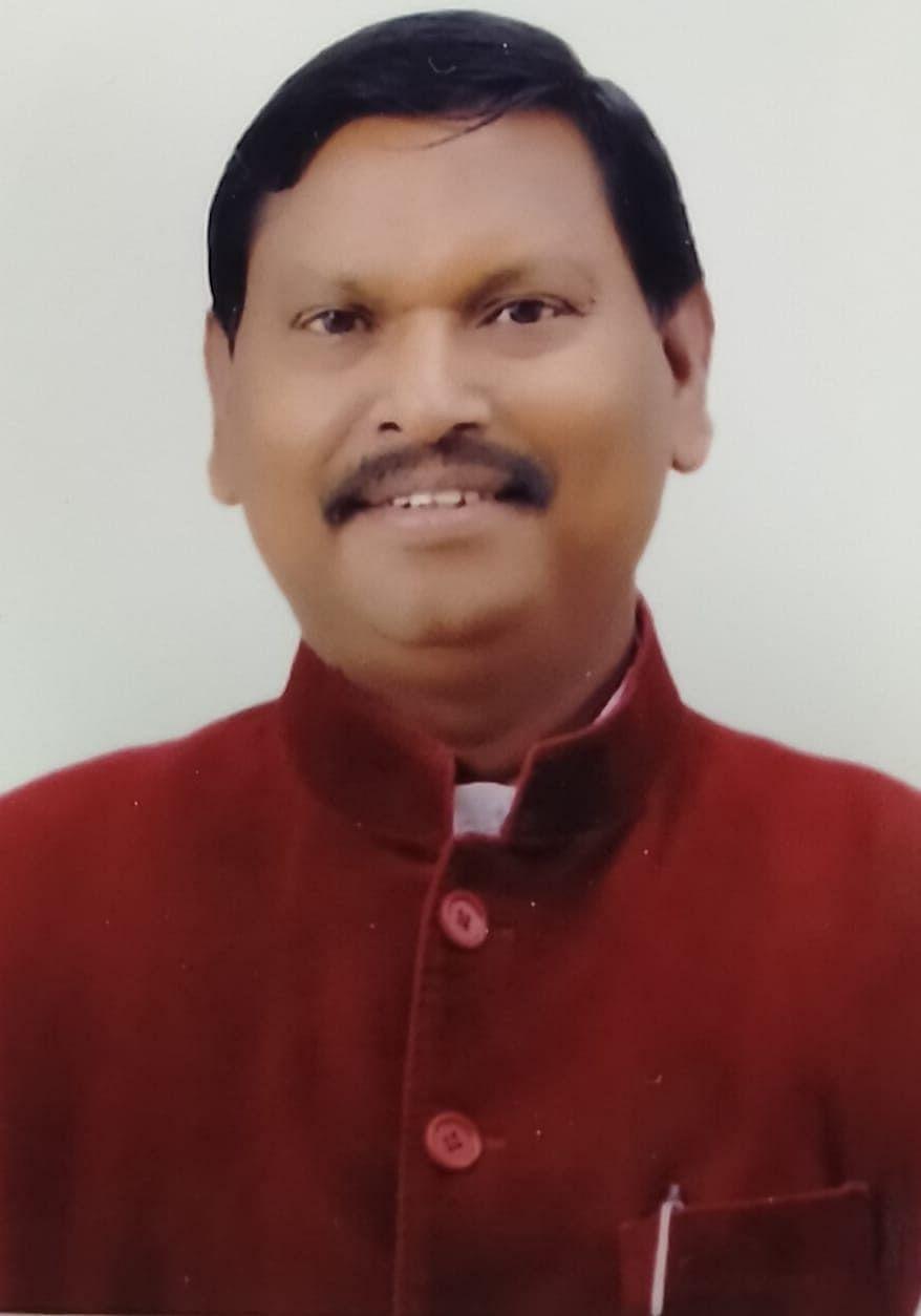 खूंटी को आदर्श जिला बनाने के लिए योगदान देना हम सभी का कर्तव्य :  अर्जुन मुंडा