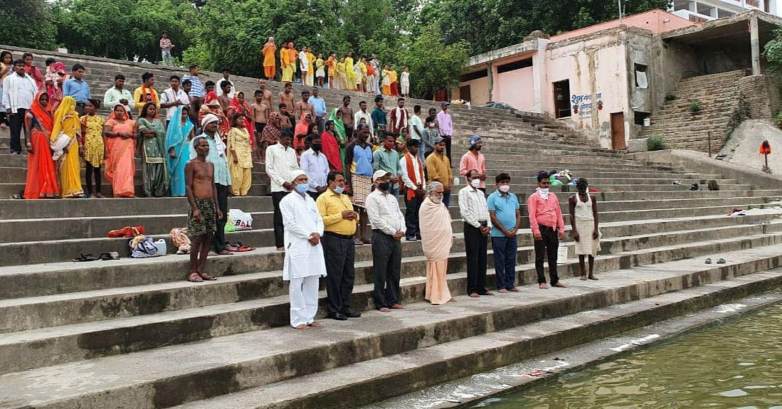 फतेहपुर: कोरोना से प्रभावित होकर दिवंगत हुए लोगों की दी गई श्रद्धांजलि
