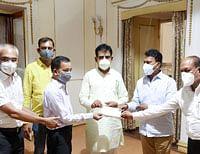 इंदौर में टीकाकरण के लिये तिरुपति चैरिटेबल ट्रस्ट ने रेडक्रास को भेंट किये दस लाख रुपये
