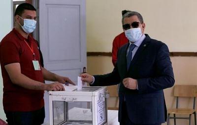 संसदीय चुनावों में अल्जीरिया ने डाला वोट