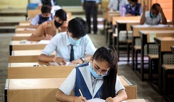 पहली बार दिल्ली विश्वविद्यालय के करीब 35,000 छात्रों ने ऑनलाइन ओपन बुक  परीक्षा दी