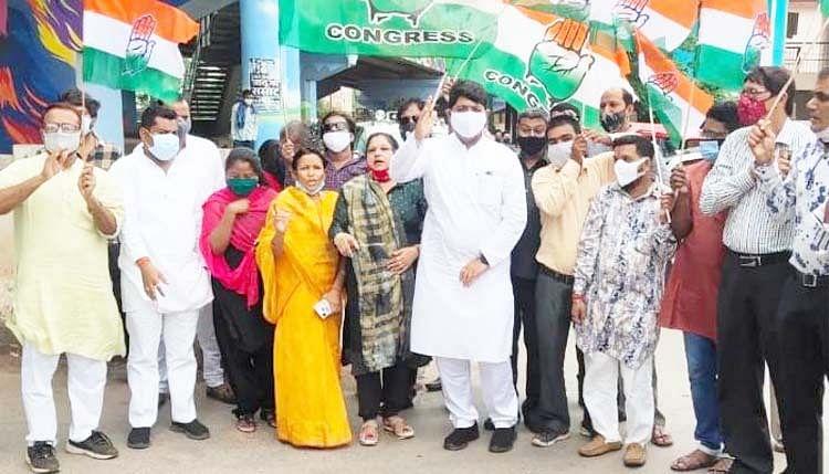 रायपुर : पूरे प्रदेश में कांग्रेस नेताओं ने महंगाई के खिलाफ किया प्रदर्शन, राजधानी में पांच मिनट का सांकेतिक चक्काजाम