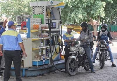 हफ्तों में सबसे लंबा ठहराव, 3 दिनों के लिए ईंधन की कीमतों में कोई बदलाव नहीं
