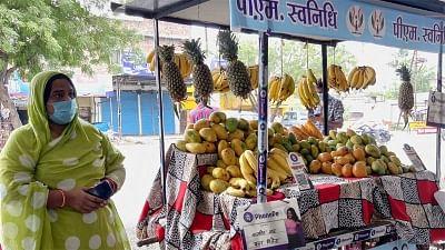 उज्जैन की फल विक्रेता नाजमीन ने पीएम से संवाद के दौरान ऑनलाइन ट्रांजेक्शन किया