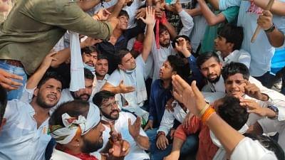 एनएसयूआई ने संसद भवन तक निकाला मार्च, छात्रों के लिए तत्काल टीकाकरण नीति और राहत पैकेज की उठाई मांग