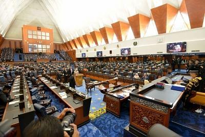 मलेशियाई संसद ने कोविड की स्थिति पर आपात बैठक बुलाई