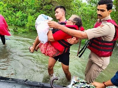 बाढ़ प्रभावित महाराष्ट्र, कर्नाटक और गोवा में नौसेना का बचाव अभियान
