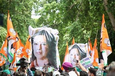 किसानों पर केंद्रीय मंत्री मीनाक्षी लेखी के मवाली टिप्पणी पर भारतीय युवा कांग्रेस का विरोध प्रदर्शन