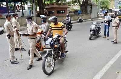 रंगदारी का मामला: कर्नाटक में 4 पुलिसकर्मियों के खिलाफ शिकायत दर्ज