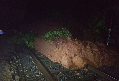rail-traffic-affected-on-nashik-pune-section-of-central-railway