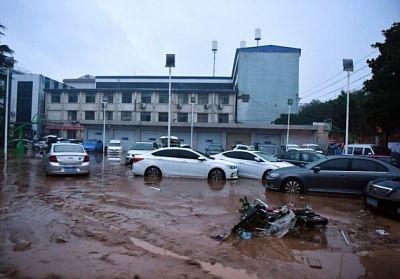 चीन में भारी बारिश से मरने वालों की संख्या 33 (लीड-1)