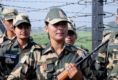 जम्मू-कश्मीर के गांदरबल में जनता के साथ सहयोग बढ़ाने के लिए महिला सैनिकों की तैनाती