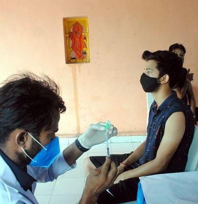 वैक्सीन कवरेज के कारण कम चिंतित दिखाई दे रहे भारतीय उपभोक्ता : डेलॉयट
