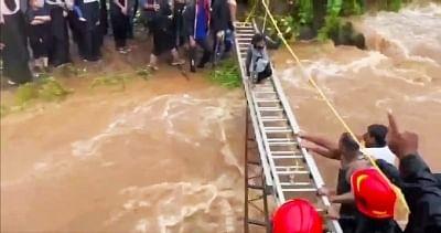 महाराष्ट्र : भारी बारिश के बाद पहाड़ी पर फंसे 116 लोगों को पुलिस ने बचाया