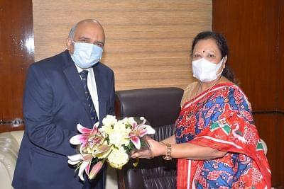 सूरत की सांसद दर्शन जरदोश ने रेलवे, कपड़ा राज्य मंत्री के रूप में कार्यभार संभाला