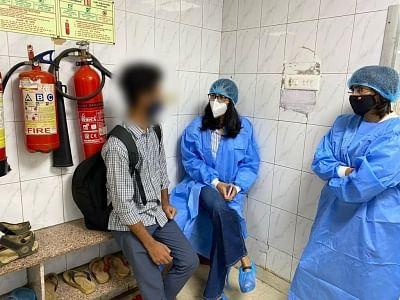 पति ने पत्नी पर फेंका तेजाब, चेहरा झुलसने पर सफदरजंग अस्पताल में कराया भर्ती, स्वाति मालीवाल ने की मुलाकात