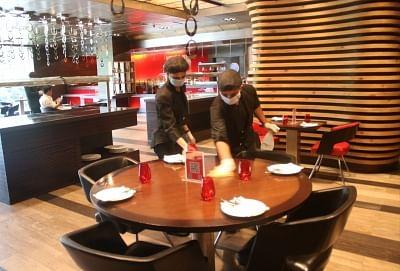 दक्षिणी दिल्ली में 56 रेस्तरां को खुली जगह में खाना, डिनर परोसने की इजाजत