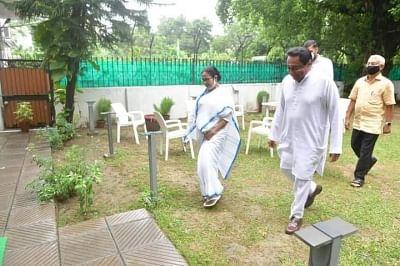 ममता बनर्जी और कमलनाथ के बीच मुलाकात, कहा देश के मौजूदा हालात पर हुई बात