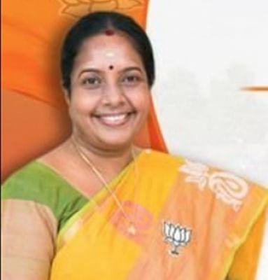 तमिलनाडु बीजेपी नेता ने निजी अस्पतालों में टीके बांटने का लगाया आरोप