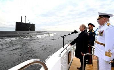 रूस ने नौसेना दिवस पर परेड आयोजित की