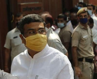 भाजपा पर्यवेक्षक धर्मेंद्र प्रधान, किशन रेड्डी कर्नाटक पहुंचे