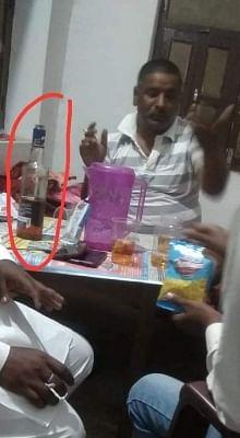 बिहार में भाजपा जिलाध्यक्ष शराब पीते कैमरे में हुए कैद