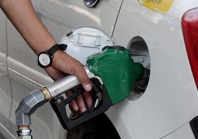 ईंधन की कीमतों में 1 रुपये की कमी हो सकती थी लेकिन ओएमसी तैयार नहीं